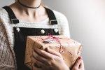 フィリピン人彼女に【ねだられたら金目当て?】フィリピン人女性が喜ぶプレゼント4選と注意すべきプレゼント